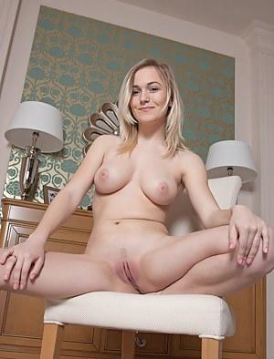 XXX Teen Spreading Porn Pictures