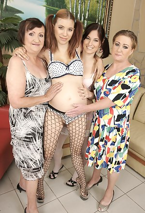 XXX Pregnant Teen Porn Pictures